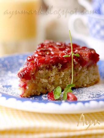 Перевёрнутый пирог с клюквой и финиками
