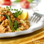 Тёплый салат из кускуса и лосося