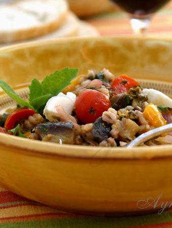 Салат из баклажан и перловки