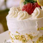 Бисквитный торт со сливками и клубникой