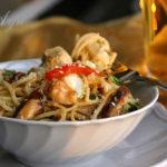 Лапша с овощами и курицей по-китайски