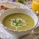 Суп-пюре из листьев цветной капусты и прочей зелени