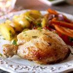 Запечённая курица с овощами в чесночно-розмариновом маринаде